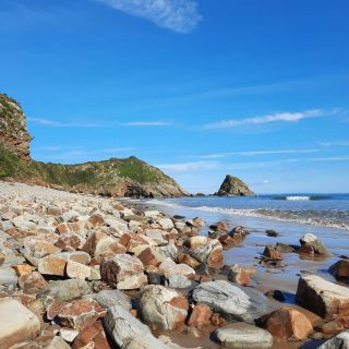 Perhaps it's my 2020 mood but I'm really craving those giant pieces of vanilla fudge on the beach. It's another murky day here so here's a spot of September sunshine at Monkstone, in case you're shrouded in murk too. #stackpolecamp #beachheaven #dreamingoffudge #comebacksun #pembscoast #visitpembrokeshire